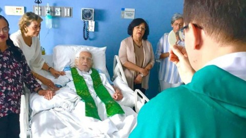 Papa retira sanções canônicas a Pe. Cardenal, sacerdote nicaraguense