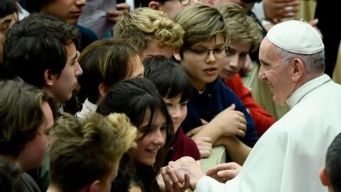 """""""Christus vivit"""" – Documento do Papa aos jovens: Deus os ama e a Igreja necessita da juventude"""