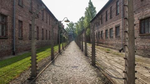 Vítimas do Holocausto são recordadas em Dia da Memória em Paris